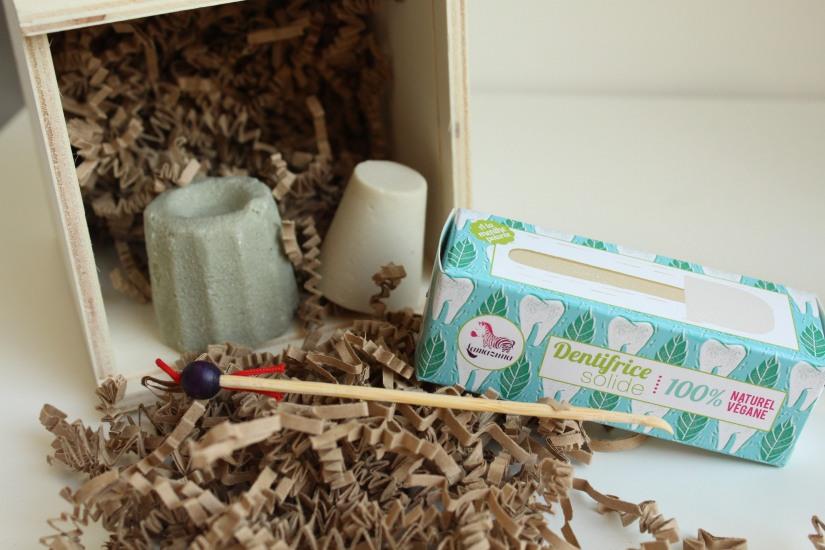 lamazuna-zero-dechet-coffret-produit-cosmetique-hygiene-beauté-solide-shampooing-deodorant-dentifrice-lingette-demaquillante-lavable-ecolo-eco-durable-reutilisable-oriculi-coton-tige-orei (4)
