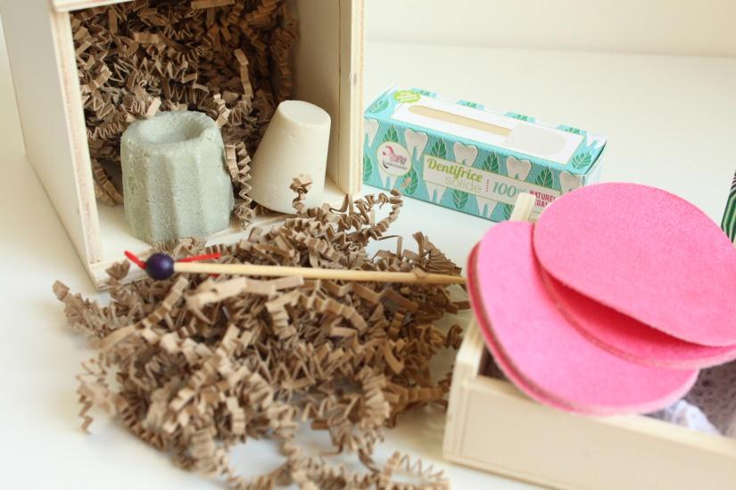 lamazuna-zero-dechet-coffret-produit-cosmetique-hygiene-beauté-solide-shampooing-deodorant-dentifrice-lingette-demaquillante-lavable-ecolo-eco-durable-reutilisable-oriculi-coton-tige-orei (7)