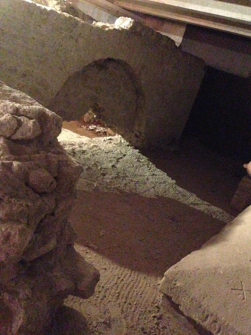 site-archeologique-saint-seurin-eglise-bordeaux-cimetiere-tombe-amphore-tombe-pierre-histoire-historique-ancetre-visite-office-tourisme-gironde-decouverte. (10)