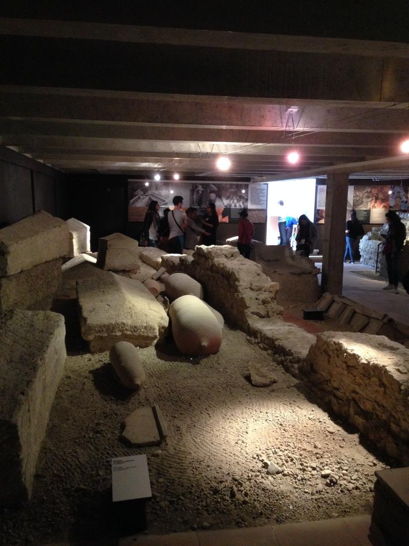 site-archeologique-saint-seurin-eglise-bordeaux-cimetiere-tombe-amphore-tombe-pierre-histoire-historique-ancetre-visite-office-tourisme-gironde-decouverte. (11)