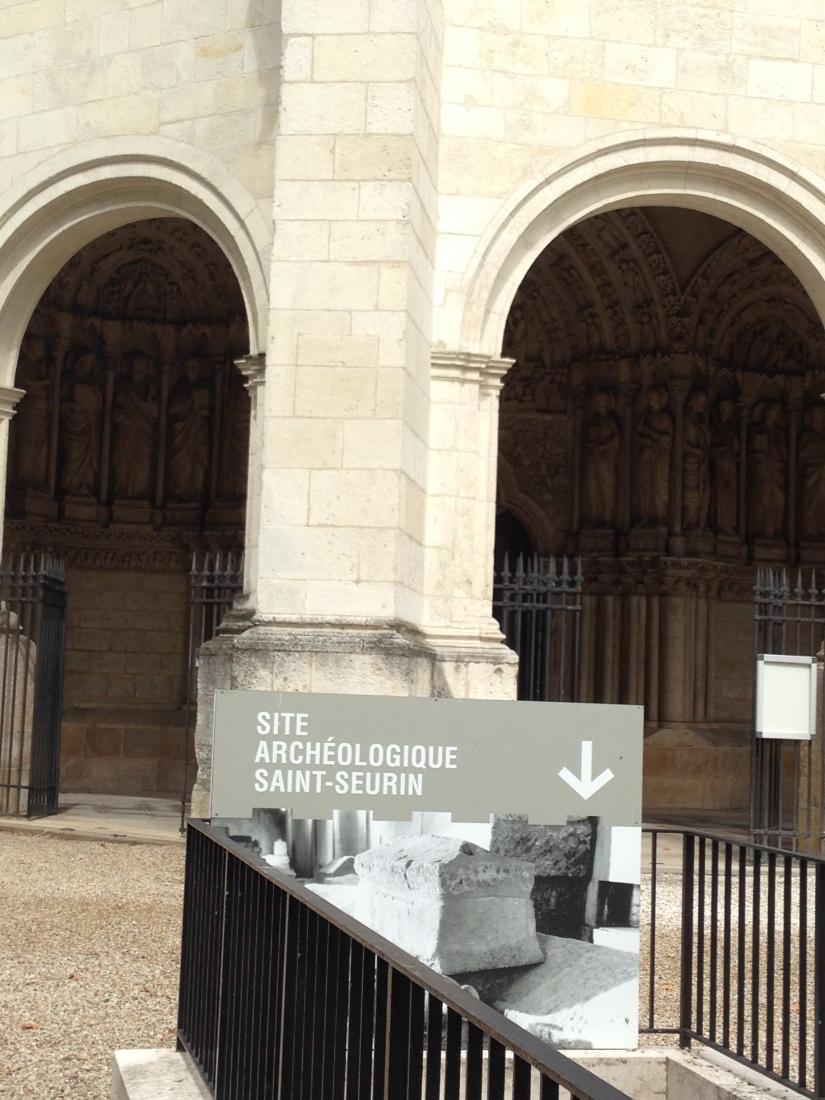site-archeologique-saint-seurin-eglise-bordeaux-cimetiere-tombe-amphore-tombe-pierre-histoire-historique-ancetre-visite-office-tourisme-gironde-decouverte. (12)