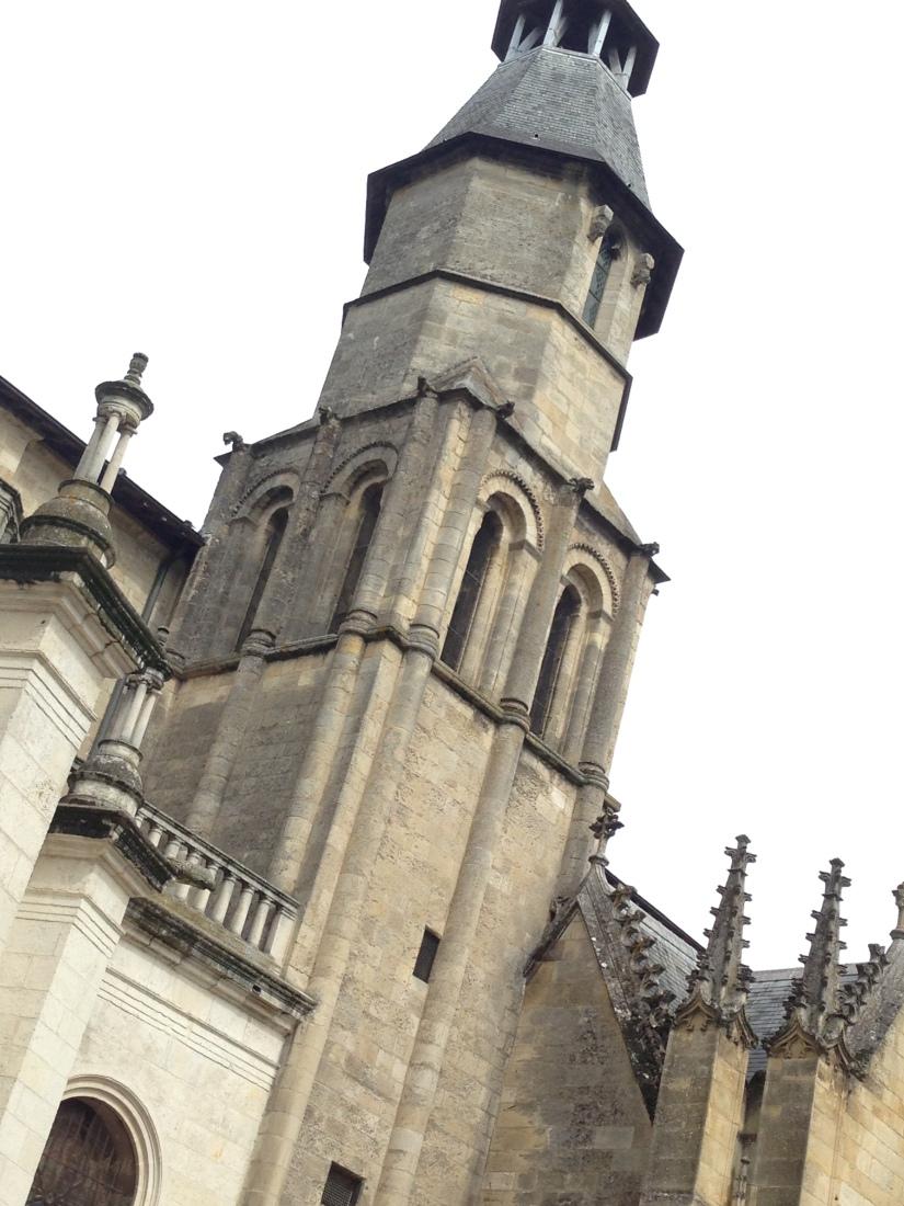 site-archeologique-saint-seurin-eglise-bordeaux-cimetiere-tombe-amphore-tombe-pierre-histoire-historique-ancetre-visite-office-tourisme-gironde-decouverte. (13)