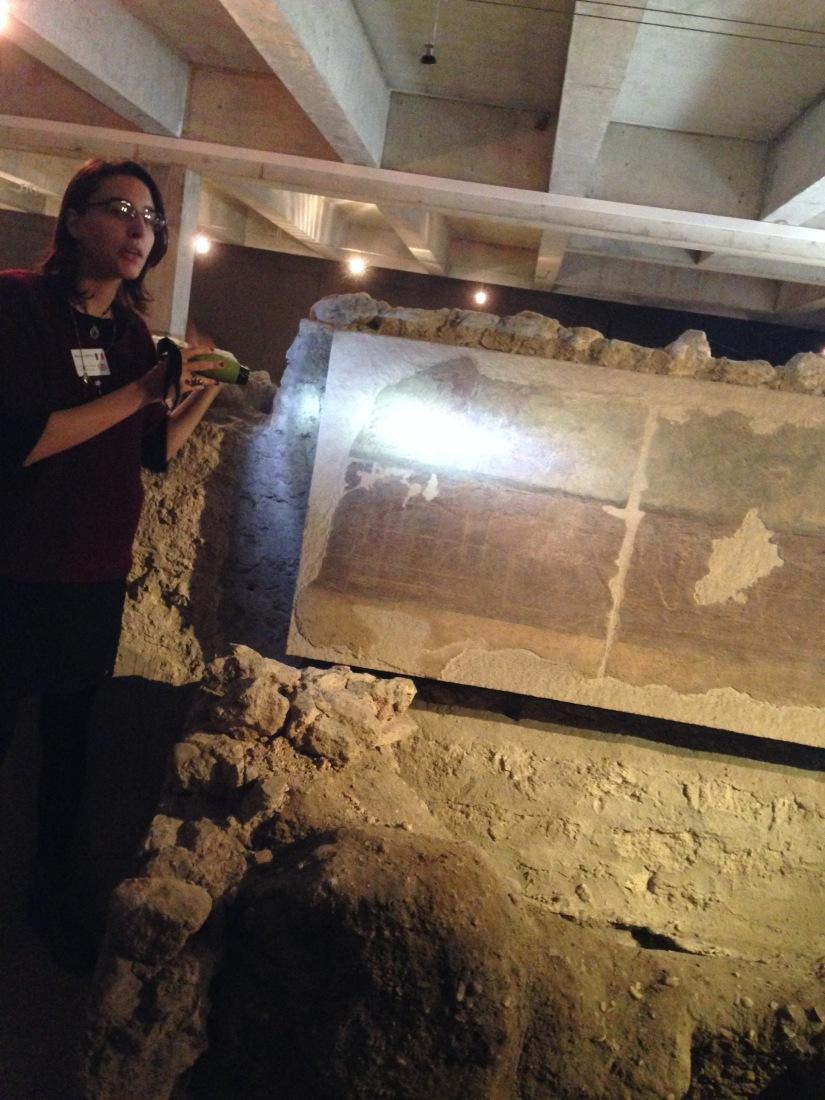 site-archeologique-saint-seurin-eglise-bordeaux-cimetiere-tombe-amphore-tombe-pierre-histoire-historique-ancetre-visite-office-tourisme-gironde-decouverte. (7)