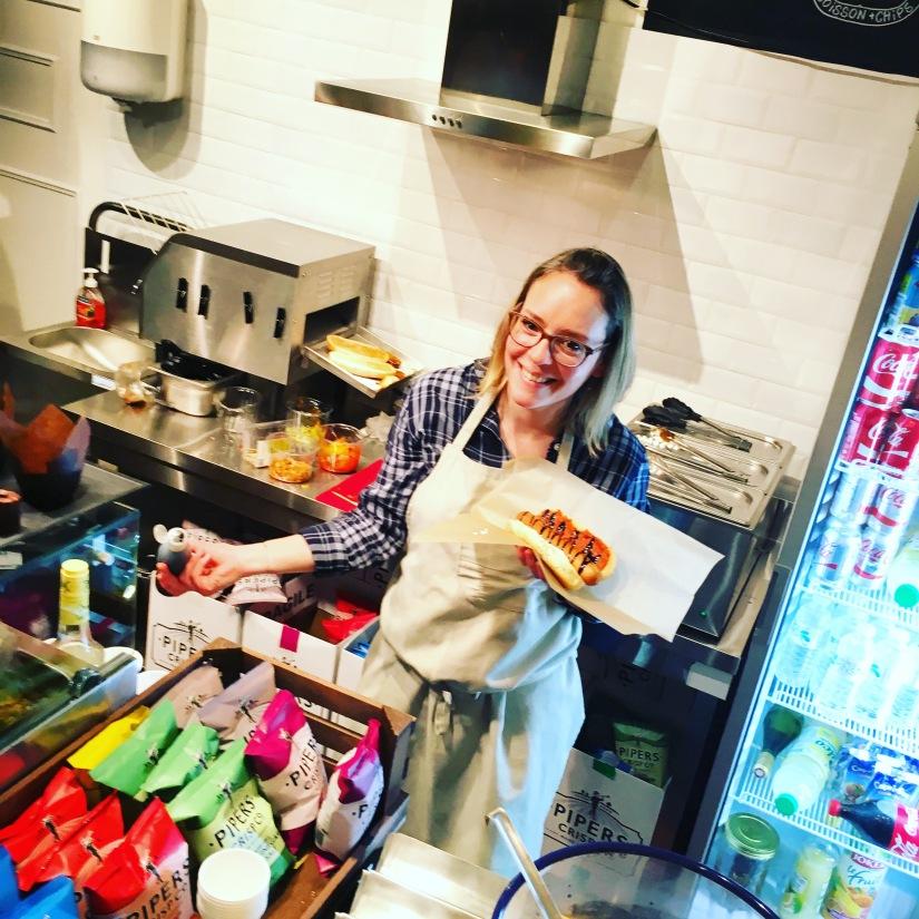woof-hot-dogs-chien-chaud-original-emporter-take-away-cuisine-sandwich-recette-cuisine-celèbre-pluto-idefix-bill-bordeaux-cinéma (1)