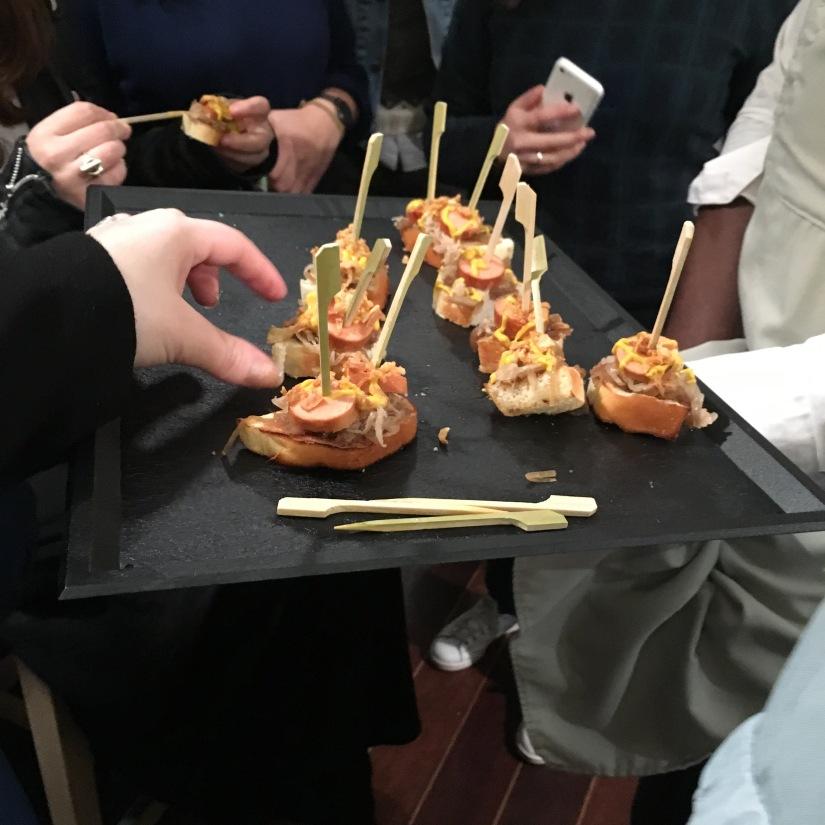 woof-hot-dogs-chien-chaud-original-emporter-take-away-cuisine-sandwich-recette-cuisine-celèbre-pluto-idefix-bill-bordeaux-cinéma (11)