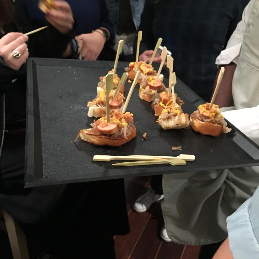 woof-hot-dogs-chien-chaud-original-emporter-take-away-cuisine-sandwich-recette-cuisine-celèbre-pluto-idefix-bill-bordeaux-cinéma (12)