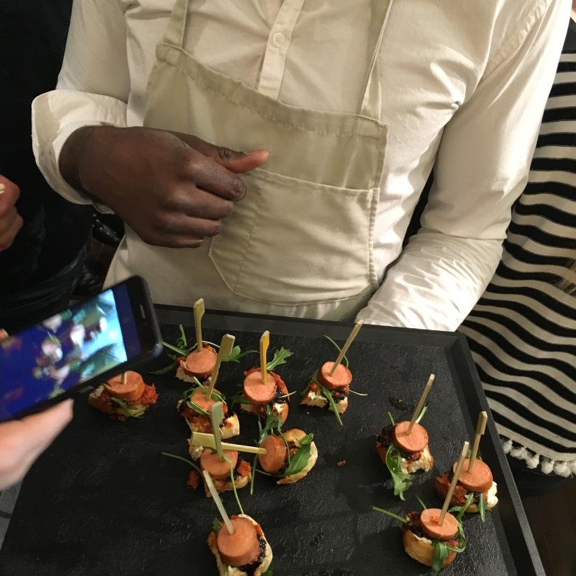 woof-hot-dogs-chien-chaud-original-emporter-take-away-cuisine-sandwich-recette-cuisine-celèbre-pluto-idefix-bill-bordeaux-cinéma (14)