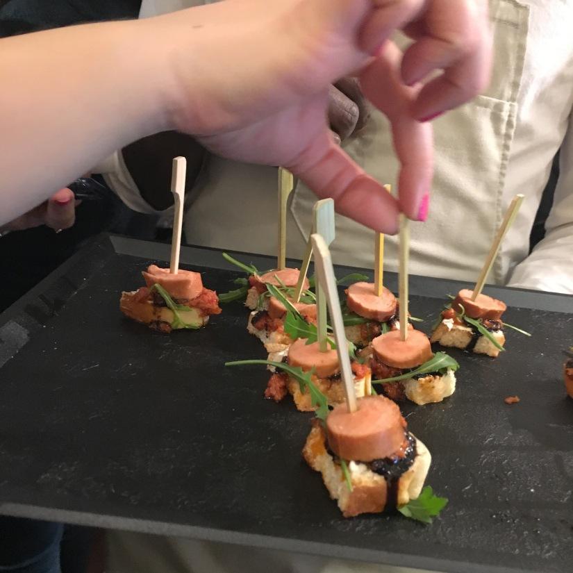 woof-hot-dogs-chien-chaud-original-emporter-take-away-cuisine-sandwich-recette-cuisine-celèbre-pluto-idefix-bill-bordeaux-cinéma (15)