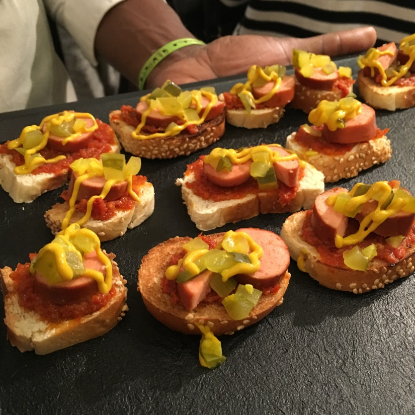 woof-hot-dogs-chien-chaud-original-emporter-take-away-cuisine-sandwich-recette-cuisine-celèbre-pluto-idefix-bill-bordeaux-cinéma (7)
