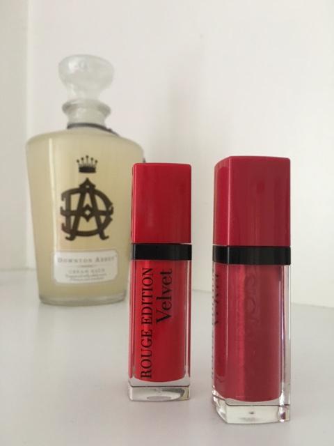 bourjois-rouge-levres-edition-velvet-pteapotes-maman-bordeaux-rose-tenue (4)