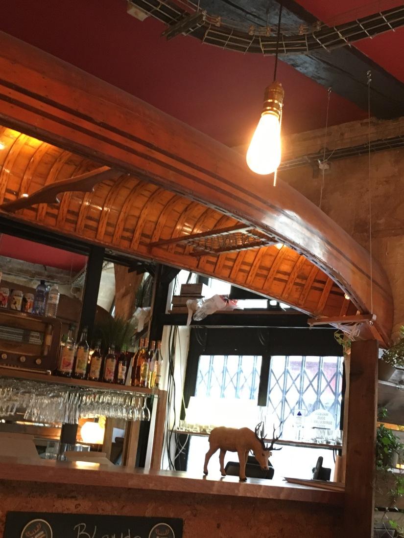broue-pub-bar-brasserie-biere-quebec-quebecois-bordeaux-poutine-artisanal-bio-ambiance-verre-nouveau-monde (11)