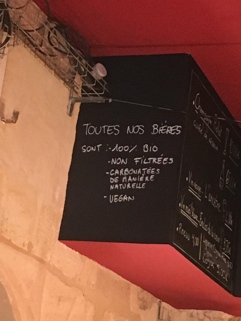 broue-pub-bar-brasserie-biere-quebec-quebecois-bordeaux-poutine-artisanal-bio-ambiance-verre-nouveau-monde (15)