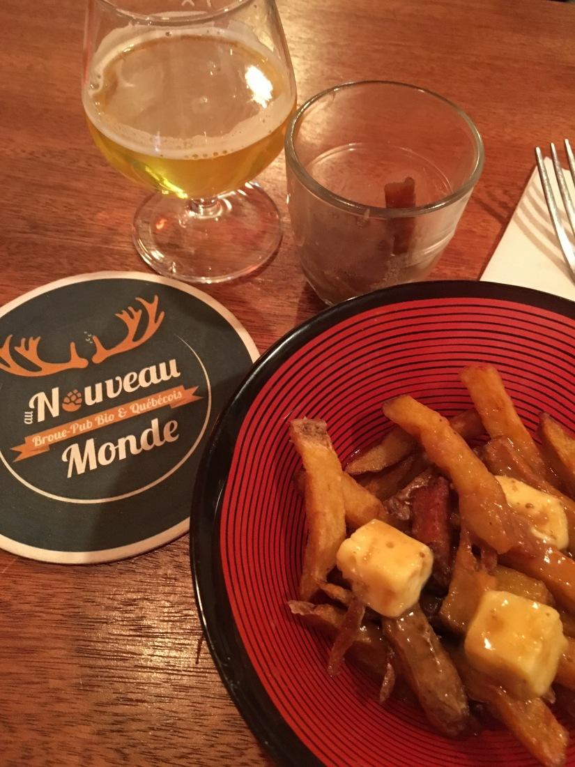 broue-pub-bar-brasserie-biere-quebec-quebecois-bordeaux-poutine-artisanal-bio-ambiance-verre-nouveau-monde (4)
