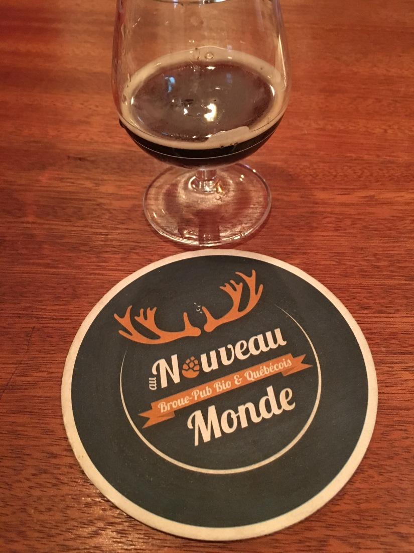 broue-pub-bar-brasserie-biere-quebec-quebecois-bordeaux-poutine-artisanal-bio-ambiance-verre-nouveau-monde (7)