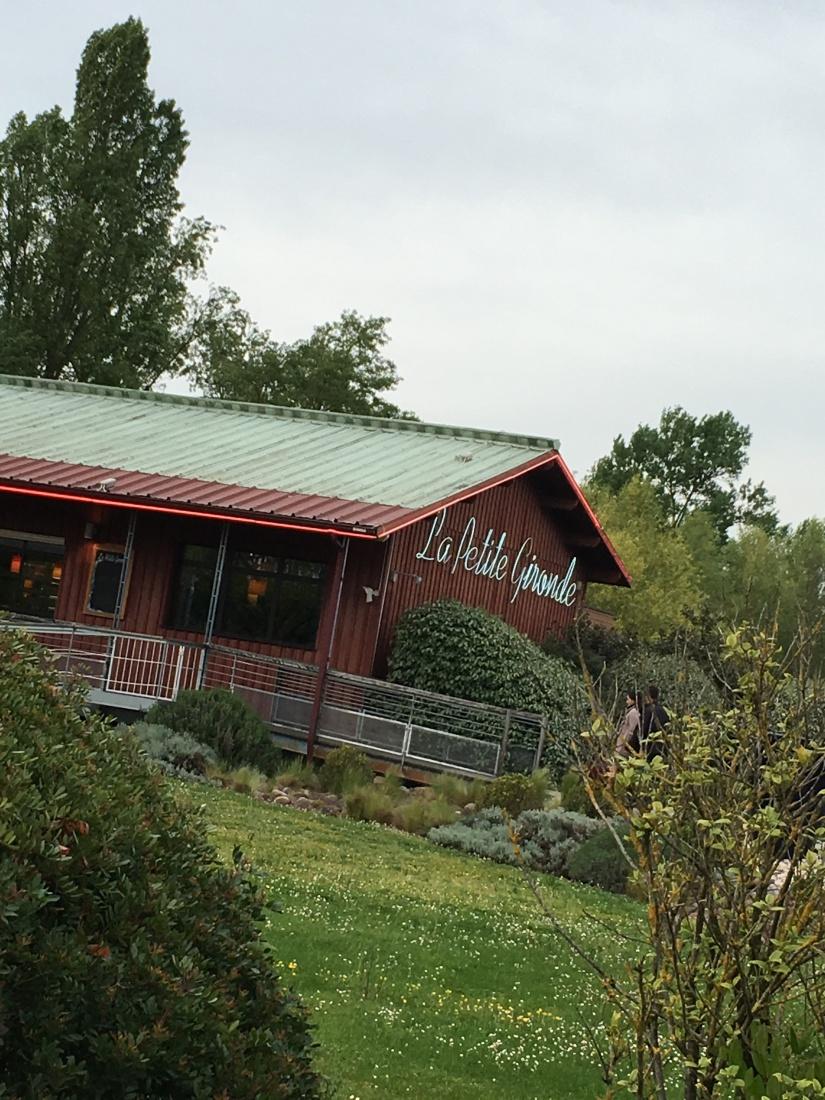 la-petite-gironde-restaurant-bordeaux-rive-droite-decor-vue-cuisine-terroir-convivial