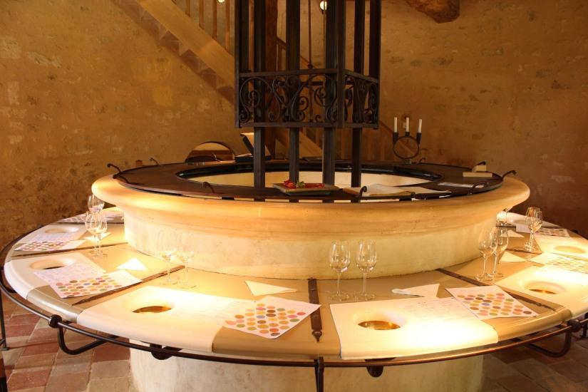 chateau-reignac-oenotourisme-gironde-bordeaux-vin-wine-chai-degustation-tonneau-tonnellerie-fabrication-decouverte-visite-bateau-garonne-fleuve-verre-rouge-blanc (21)