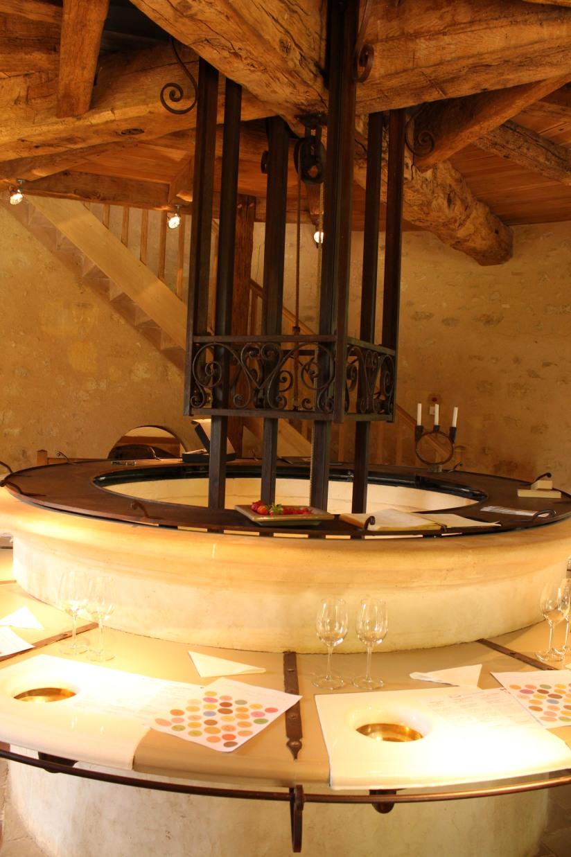 chateau-reignac-oenotourisme-gironde-bordeaux-vin-wine-chai-degustation-tonneau-tonnellerie-fabrication-decouverte-visite-bateau-garonne-fleuve-verre-rouge-blanc (22)