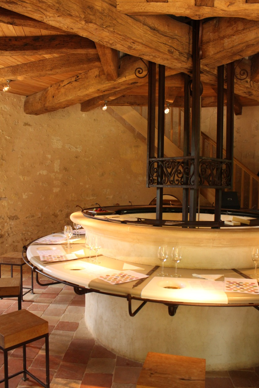 chateau-reignac-oenotourisme-gironde-bordeaux-vin-wine-chai-degustation-tonneau-tonnellerie-fabrication-decouverte-visite-bateau-garonne-fleuve-verre-rouge-blanc (23)