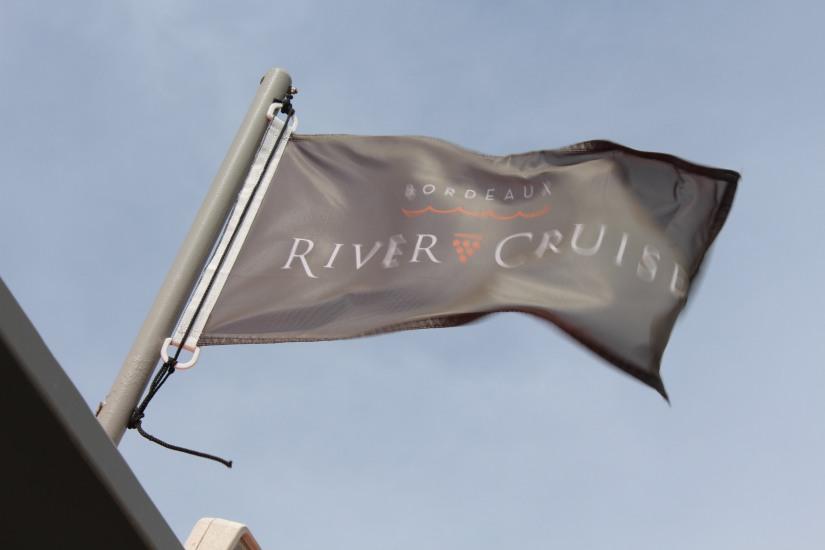 chateau-reignac-oenotourisme-gironde-bordeaux-vin-wine-chai-degustation-tonneau-tonnellerie-fabrication-decouverte-visite-bateau-garonne-fleuve-verre-rouge-blanc (29)