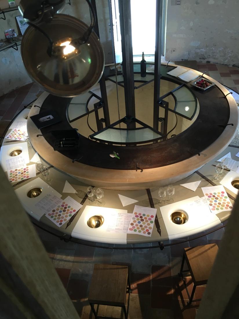 chateau-reignac-oenotourisme-gironde-bordeaux-vin-wine-chai-degustation-tonneau-tonnellerie-fabrication-decouverte-visite-bateau-garonne-fleuve-verre-rouge-blanc (45)
