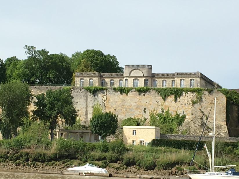 chateau-reignac-oenotourisme-gironde-bordeaux-vin-wine-chai-degustation-tonneau-tonnellerie-fabrication-decouverte-visite-bateau-garonne-fleuve-verre-rouge-blanc (55)
