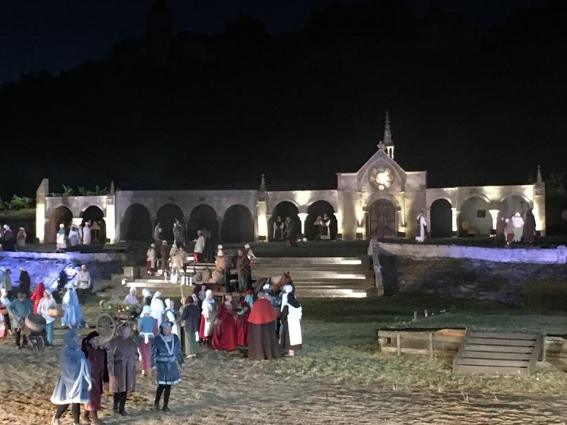 castillon-bataille-cotes-bordeaux-vins-degustation-sepectacle-show-figurants-benevoles-animations-nouveau-famille-ete-vacances-sorties-gironde-tourisme-patrimoine-histoire-alienor-aquitain (2)
