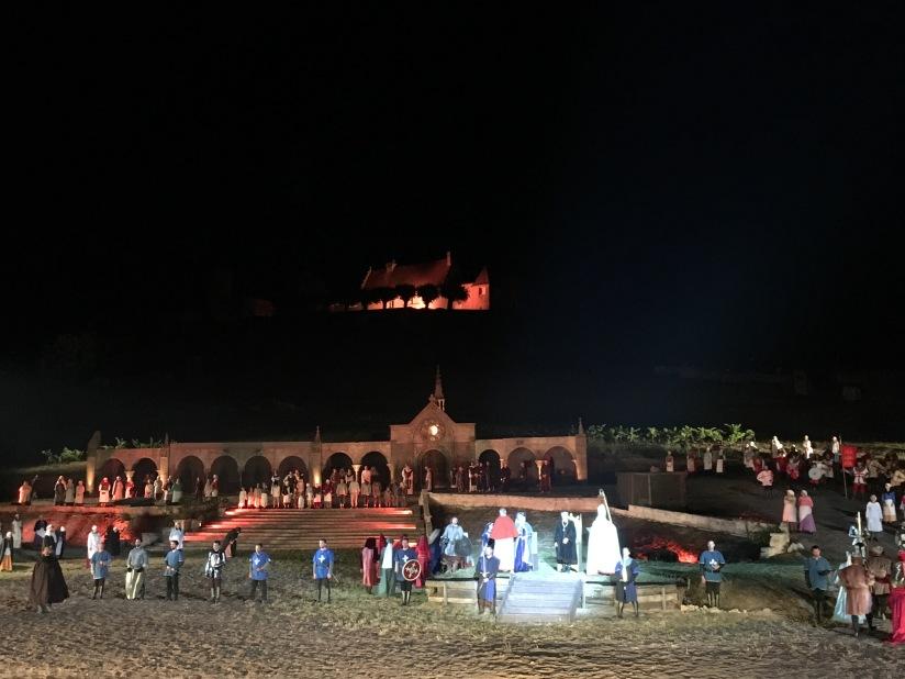 castillon-bataille-cotes-bordeaux-vins-degustation-sepectacle-show-figurants-benevoles-animations-nouveau-famille-ete-vacances-sorties-gironde-tourisme-patrimoine-histoire-alienor-aquitain (27)
