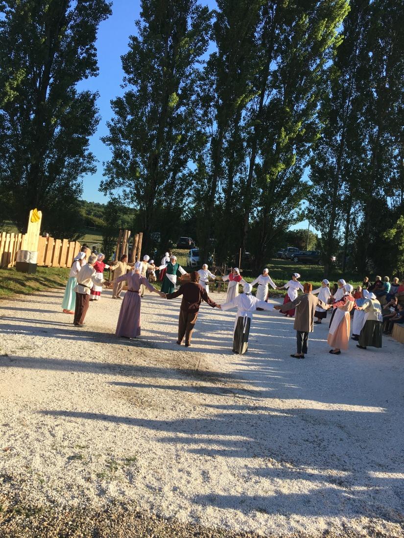 castillon-bataille-cotes-bordeaux-vins-degustation-sepectacle-show-figurants-benevoles-animations-nouveau-famille-ete-vacances-sorties-gironde-tourisme-patrimoine-histoire-alienor-aquitain (45)