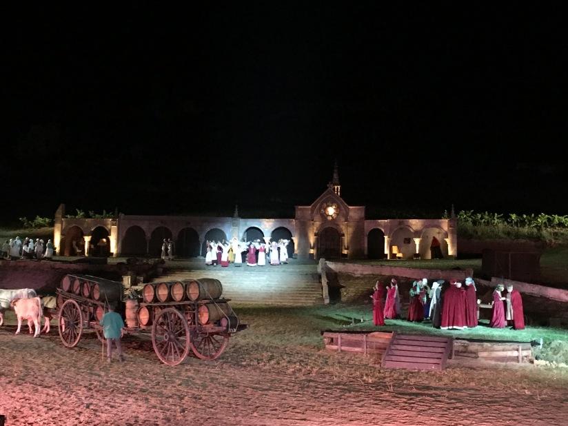 castillon-bataille-cotes-bordeaux-vins-degustation-sepectacle-show-figurants-benevoles-animations-nouveau-famille-ete-vacances-sorties-gironde-tourisme-patrimoine-histoire-alienor-aquitain (13)