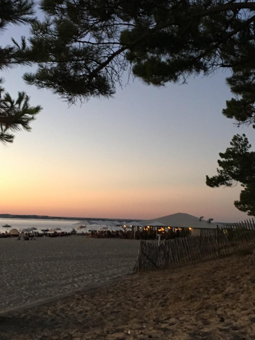 plage-pereire-club-cabane-paillotte-arcachon-cap-ferret-gironde-apéro-plancha-tapas-coucher-soleil-detente-sangria-blanche (1)