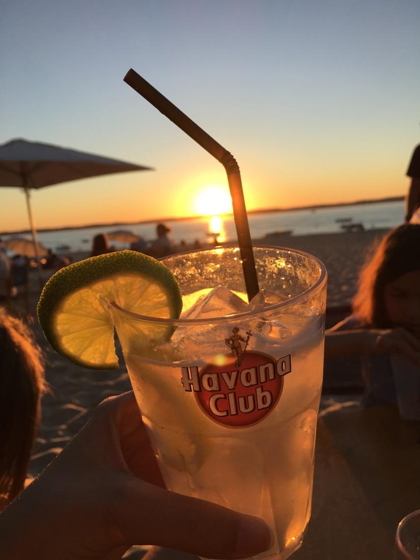 plage-pereire-club-cabane-paillotte-arcachon-cap-ferret-gironde-apéro-plancha-tapas-coucher-soleil-detente-sangria-blanche (14)