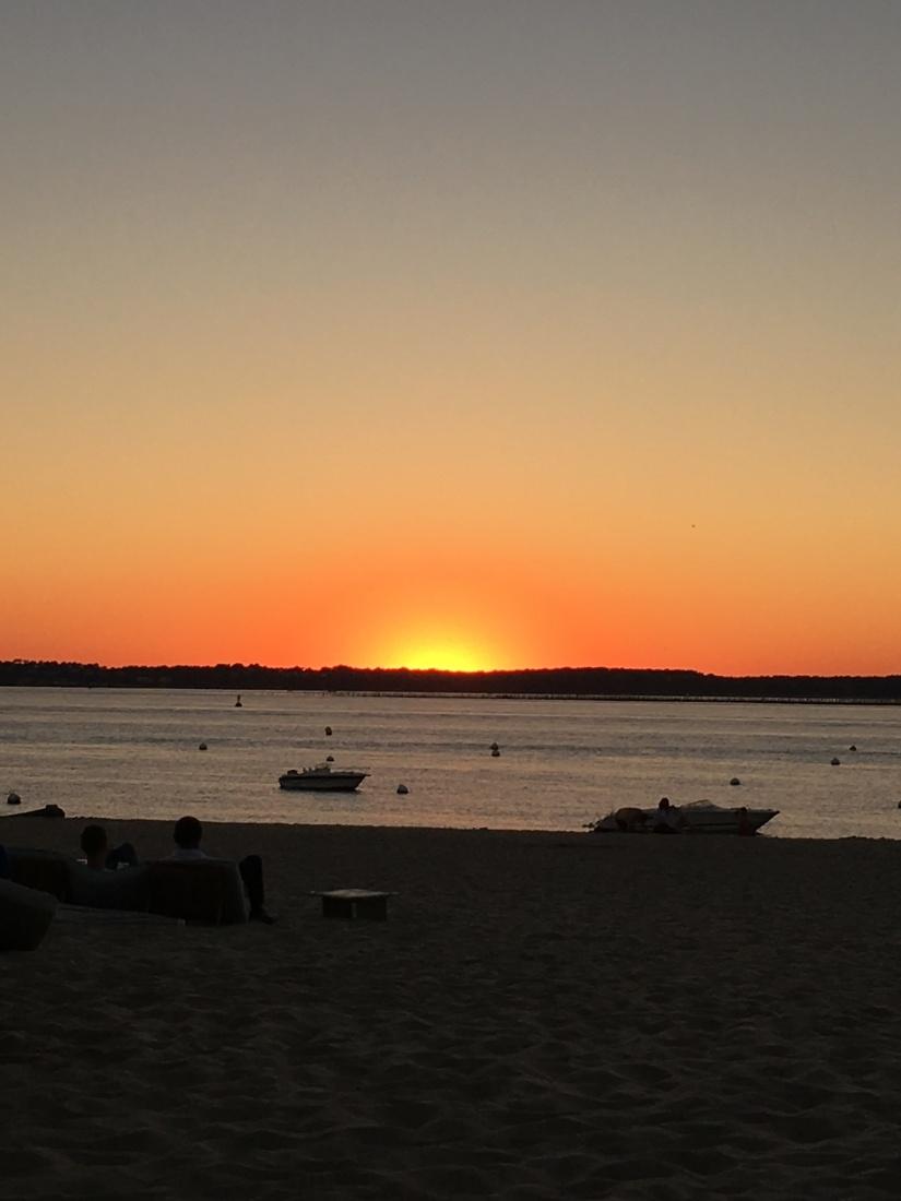 plage-pereire-club-cabane-paillotte-arcachon-cap-ferret-gironde-apéro-plancha-tapas-coucher-soleil-detente-sangria-blanche (15)