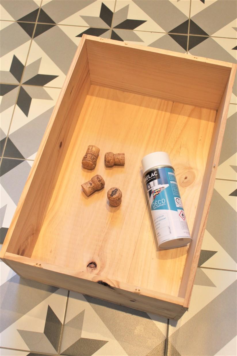 Caisse De Vin Déco diy un porte-bijou tendance : recycler une caisse de vin