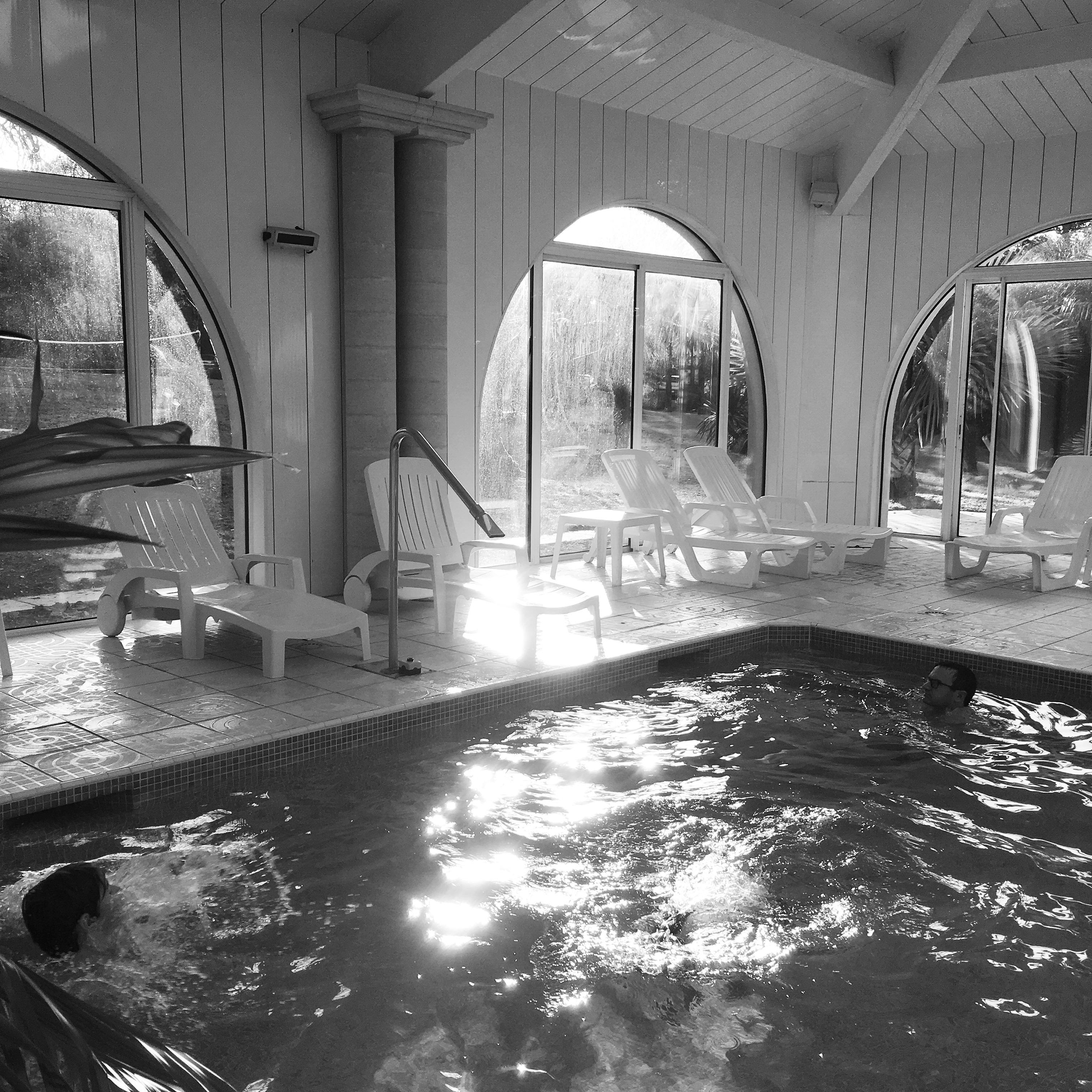 Frais piscine pour femme voil e 95 piscine for Piscine desjoyaux bazas