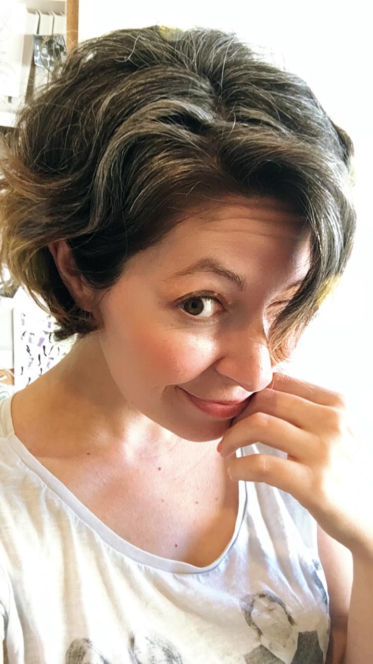 5 Raisons Pour Lesquelles J Ai Arrete De Faire Des Colorations Sur Mes Cheveux Blancs